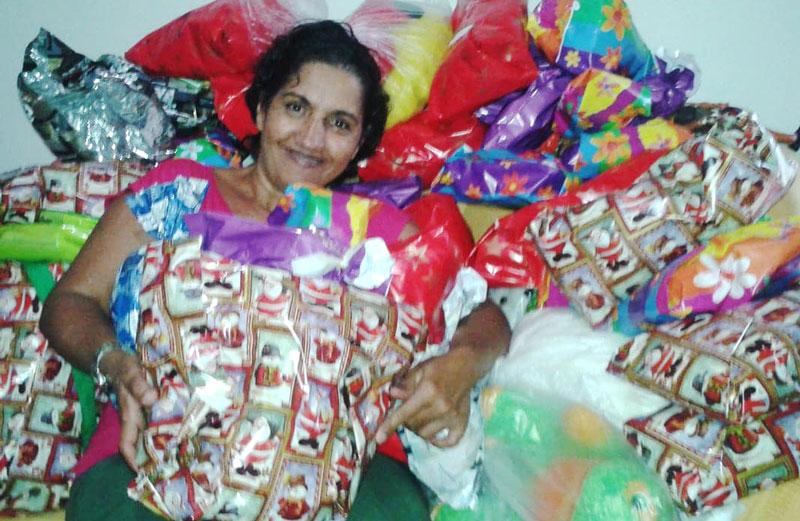Há 18 anos, Fátima arrecada, reforma e distribui brinquedos para crianças de Miguelópolis