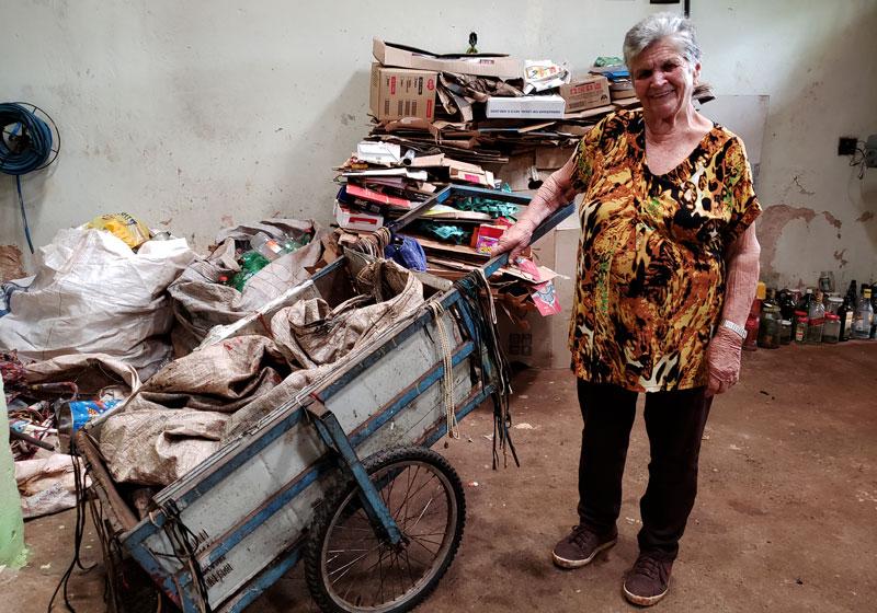 Aos 78 anos, Isaura pega recicláveis todos os dias no Paulo Gomes Romeo e conta história de muita luta